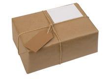 Brown-Papierpaket gebunden mit Zeichenkette mit Kennsatz Lizenzfreies Stockfoto