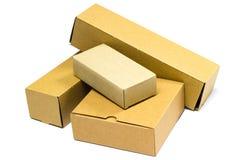 Brown-Pappschachtel für Postzustellung Stockbilder