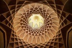 Brown Plasterwork con diseño persa islámico geométrico en Bagh-e Dolat Abad de Yazd Fotografía de archivo
