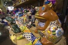 Brown porcelanowa żaby statua w sklepie Zdjęcie Stock