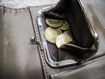 Brown portfel z euro monetami zdjęcia stock