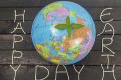 brown räknad dagjord som miljölövverk går den gående gröna treen för text för slogan för ordstäv för kramnaturuttryck begreppsuni Royaltyfria Bilder
