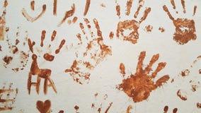 Brown ręki druki w miastowej ścianie Obrazy Royalty Free