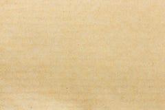 Brown reciclou textura ondulada da placa de papel com espaço da cópia Imagens de Stock Royalty Free