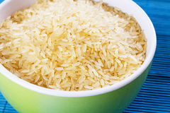 Brown rice in a bowl Royalty Free Stock Photos