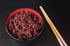 Brown rice in the bowl Royalty Free Stock Photography