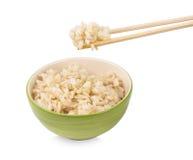 Brown ryż z chopsticks w filiżance na białym tle Zdjęcia Royalty Free