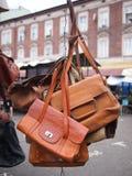 Brown rzemienna torba przy pchli targ Obrazy Stock