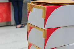 Brown-Sammelpacks angeordnet im Stapel lizenzfreie stockfotos