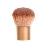 Brown se ruboriza cepillo aislado en blanco Herramienta del maquillaje Imágenes de archivo libres de regalías