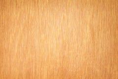 Brown-Sperrholzbeschaffenheit mit der Linie empfindlich in den vertikalen Mustern für Hintergrund stockfotografie