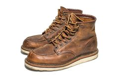 Brown-Stiefel stockfotos