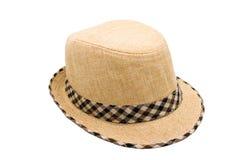Brown-Strohhut mit Plaidmustergewebe auf weißem Hintergrund Stockfotos