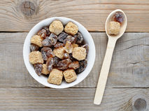 Brown sugar in bowl and spoon on table Royalty Free Stock Photos