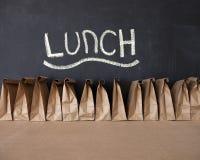 Brown-Taschen-Schulmahlzeit Stockfotos