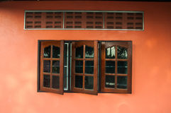 Brown tekowy drewniany okno Obraz Stock