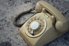 Brown telefonu rocznika stary styl na podłoga Fotografia Stock
