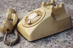 Brown telefonu rocznika stary styl na podłoga Zdjęcia Stock