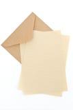Brown-Umschlag mit Briefpapier Stockbild