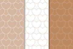 Brown und weiße Herzen als nahtlose Muster Romantische vertikale Hintergründe Lizenzfreie Stockfotografie