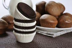 Brown und weiße Kuchenkästen Stockbild