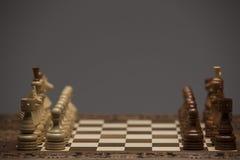 Brown und weiße Zahlen auf Schachschreibtisch Stockfoto