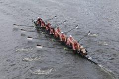 Brown University springer i huvudet av Charles Regatta Arkivfoto