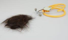 Brown verlor Haar und Stethoskop lizenzfreie stockfotos