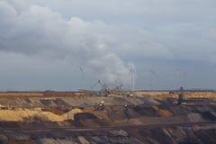 Brown węgiel - Odkrywkowy kopalnictwo Garzweiler (Niemcy) Fotografia Stock