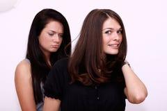 Brown włosy przeciw brunetce Zdjęcia Stock