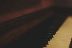 Brown Wooden Piano in Shallow Focus Lens Royalty Free Stock Images