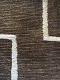 Brown y alfombra blanca imagen de archivo