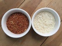 Brown y arroz blanco Fotos de archivo libres de regalías