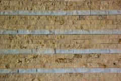 Brown y fondo blanco de la pared de ladrillo fotografía de archivo libre de regalías