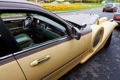 Brown-yellow wedding retro limousine Royalty Free Stock Photos