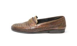 Brown, zapatos de cuero hechos a mano aislados en el fondo blanco fotos de archivo