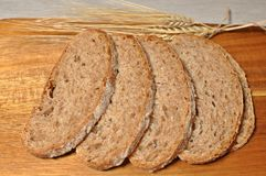 Brown zboża zdrowy domowej roboty chleb zdjęcie royalty free