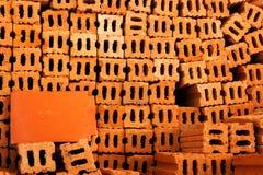 Brown-Ziegelstein in anderem Ziegelstein Stockbilder