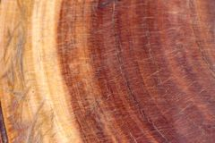 Brown zmroku porysowany drewniany rozcięcie fotografia stock