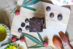 Brownie κέικ με το τσάι Στοκ εικόνες με δικαίωμα ελεύθερης χρήσης
