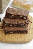 Brownie σοκολάτας με τα ξύλα καρυδιάς Στοκ εικόνες με δικαίωμα ελεύθερης χρήσης
