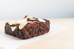 Brownie σοκολάτας με το αμύγδαλο στοκ εικόνες