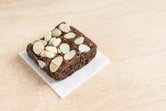 Brownie σοκολάτας με το αμύγδαλο στοκ φωτογραφία με δικαίωμα ελεύθερης χρήσης