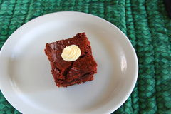 Brownie φοντάν σε ένα άσπρο πιάτο Στοκ Φωτογραφίες