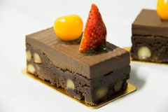 Brownie φοντάν σοκολάτας με το πεκάν και το ξύλο καρυδιάς Στοκ φωτογραφίες με δικαίωμα ελεύθερης χρήσης
