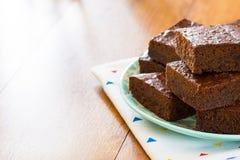Brownie al forno del cioccolato con lo spazio della copia Fotografia Stock