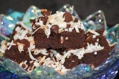 Brownie apilados en el plato de cristal Imágenes de archivo libres de regalías