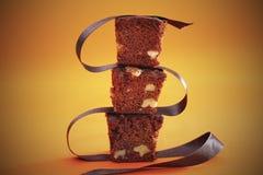 'brownie' avec du chocolat et des noix Photos libres de droits