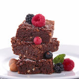 'brownie' avec la baie photos stock