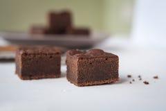 'brownie' avec une cuillère en bois Image stock